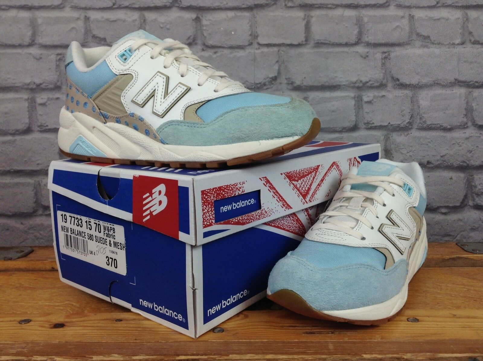 NEW BALANCE 580 LADIES WHITE PALE POLKA DOT blueE SUEDE TRAINER
