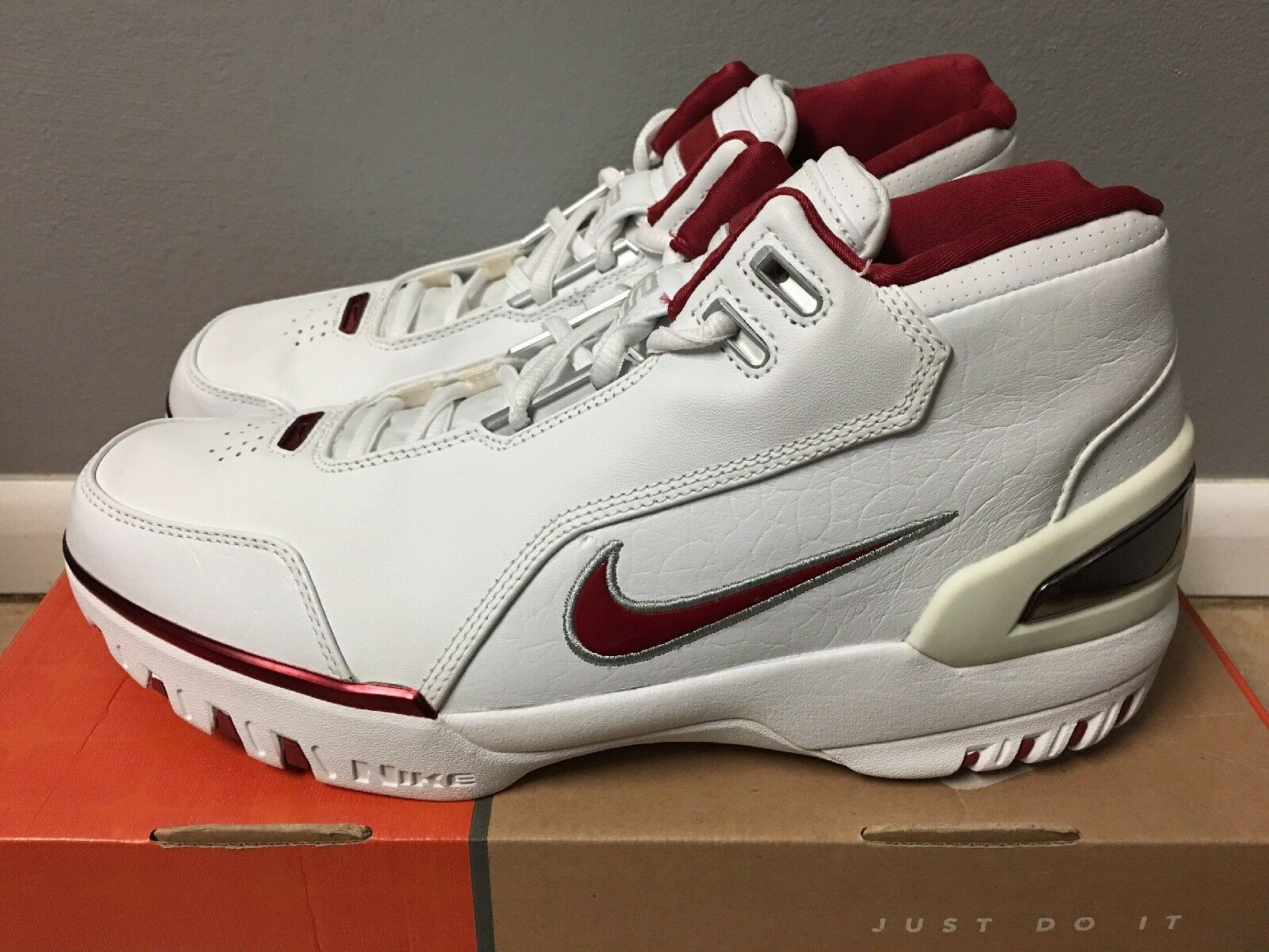 Nike Air Zoom Generation LeBron James 2003 Taille 10 Deadstock blanc Varsity Crimson