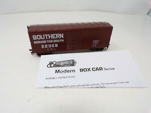 New-HO-scale-Southern-Railroad-box-car-Roundhouse-E