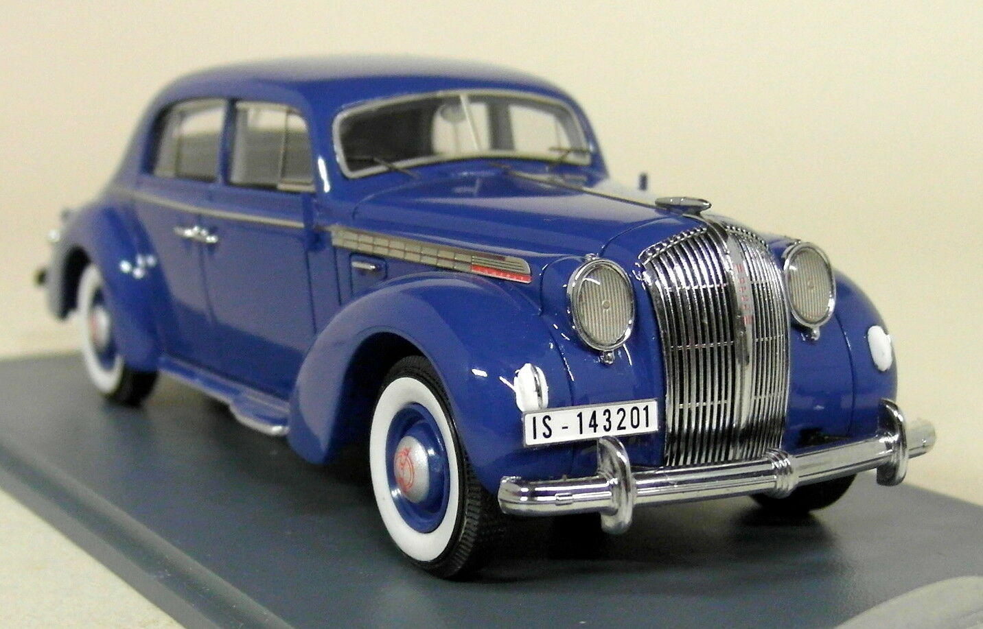 Der maßstab 1  43 - 43201 opel admiral limousine 1938 blaue harz modell auto