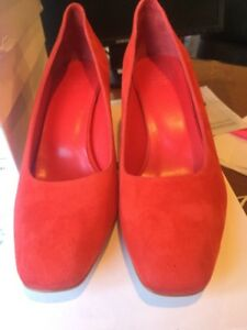 Suede Nassir Matching Red Pump Zadeh Maryam In With Heal zOXqxC
