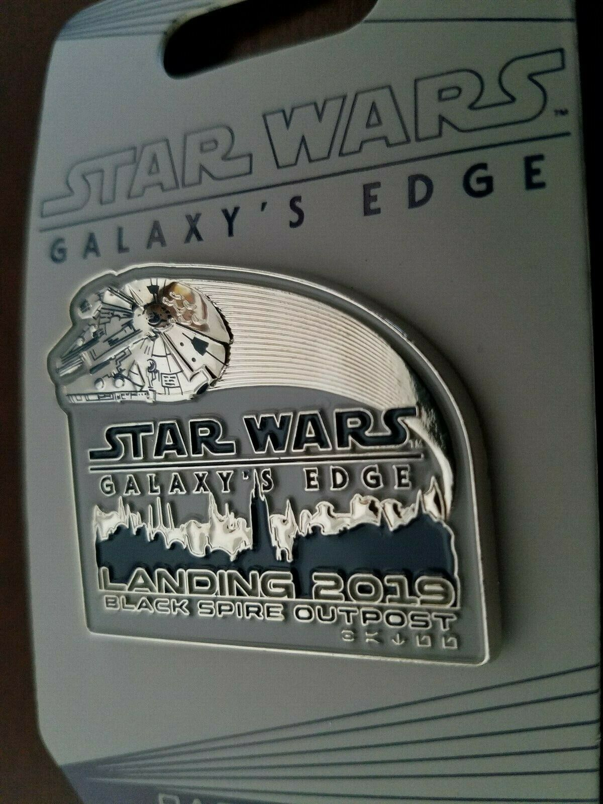 DISNEY STAR WARS GALAXYS EDGE BLACK SPIRE OUTPOST PRINCESS LEIA STAND STRONG PIN