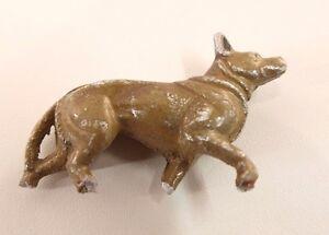 Quiralu chien en métal ancien