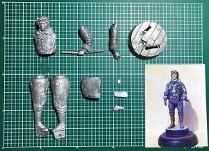 Avoir Un Esprit De Recherche Ron Hinote's Little Generals Lg1251 - Wwii Jap Pilot - 120mm White Metal Rarita'