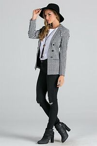 Double-breasted-houndstooth-blazer-by-Miss-Love