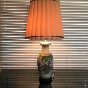 Vintage-Chinese-Hand-Painted-Porcelain-Vase-2-Lights-Table-Lamp-w-Wooden-Base