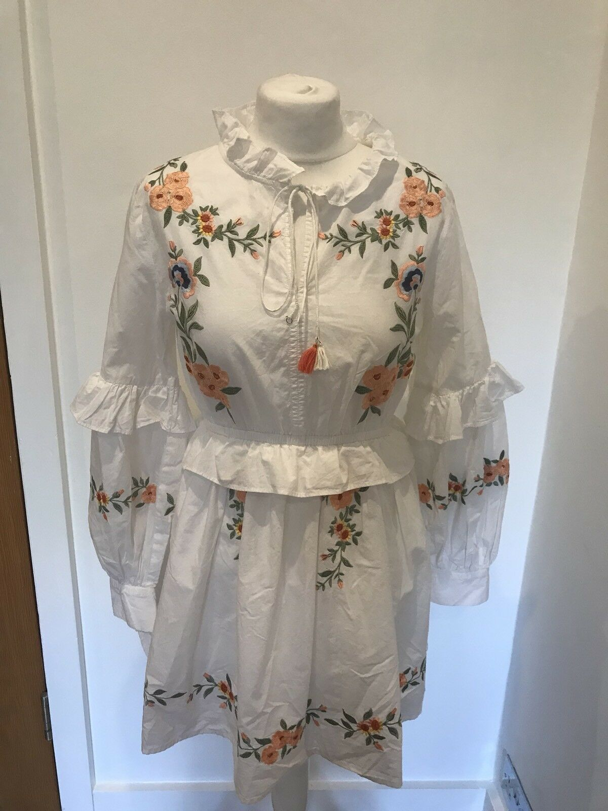 Gorgeous Miss Selfridge White Floral Embroidered Boho Dress Worn Once