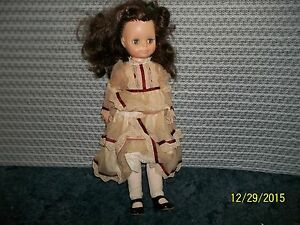 Vogue-Doll-Vintage-w-original-dress-shoes-17-034-Preowned-Beautiful