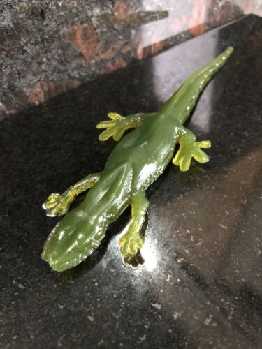 """Soft Bait Fishing Lures The Catch Kings Forest Green 5/"""" Salamander"""