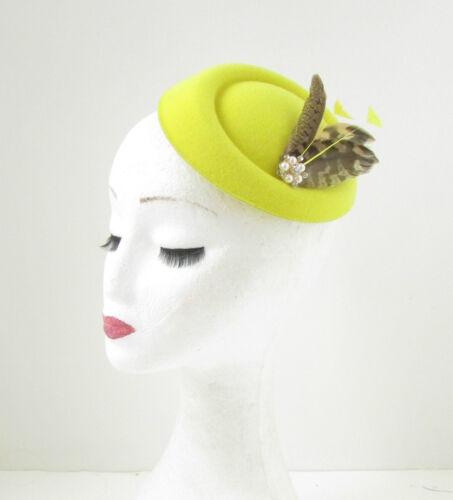 Jaune argent brown feather pilulier chapeau fascinator coiffe courses vintage 27