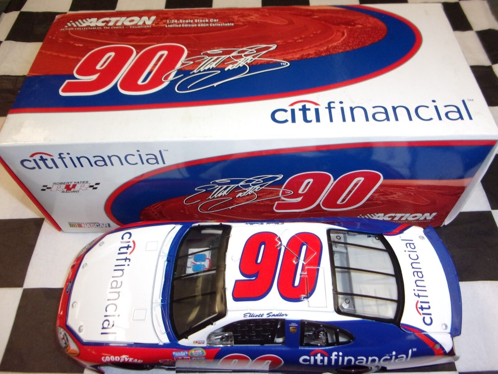 Elliott Sadler  90 CitiFinancial 2005 Taurus Action 1 24 scale car NASCAR 109106