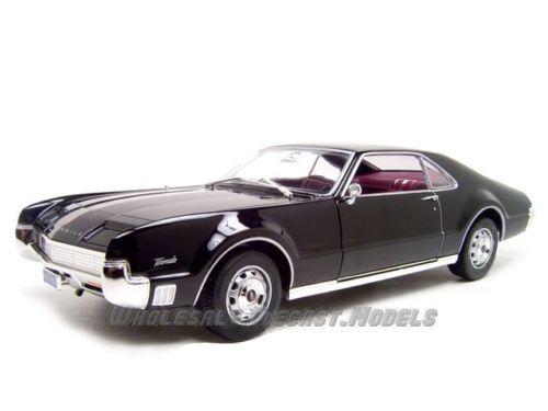 1966 Oldsmobile Toronado Negro 1:18 Lucky Diecast 92718