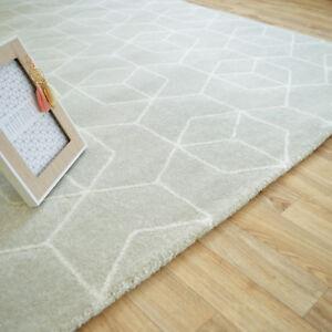 Tapis-a-motif-geometrique-Cube-gris-clair-Tendance-design-Salon-chambre