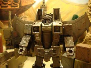 Figure d'action personnalisable en Skywarp de Transformers Generations.