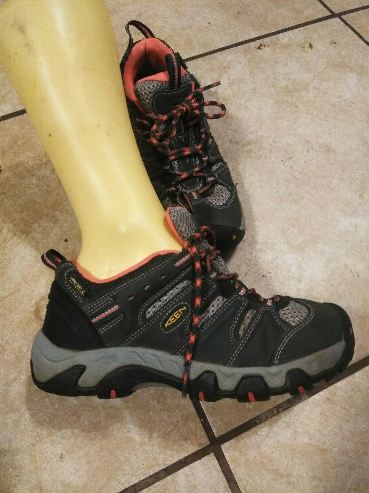 Keen Women Hiking Boots 6.5