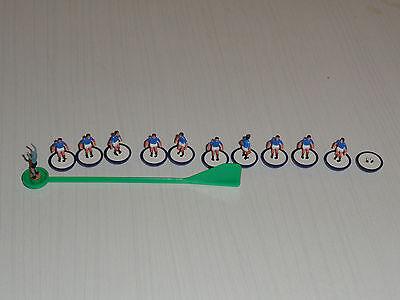 Cosciente Figura Vintage Football Subbuteo Team Blu/bianco Uniforme Blue Base-mostra Il Titolo Originale