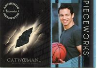 2004 INKWORKS CATWOMAN BENJAMIN BRATT AS DETECTIVE TOM LONE WORN T SHIRT PW-14