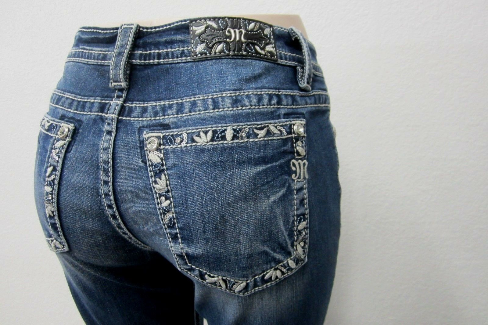 NWT Miss Me Women's bluee Floral Embroidered Border Jeans - Boot Cut  - MY3013B2