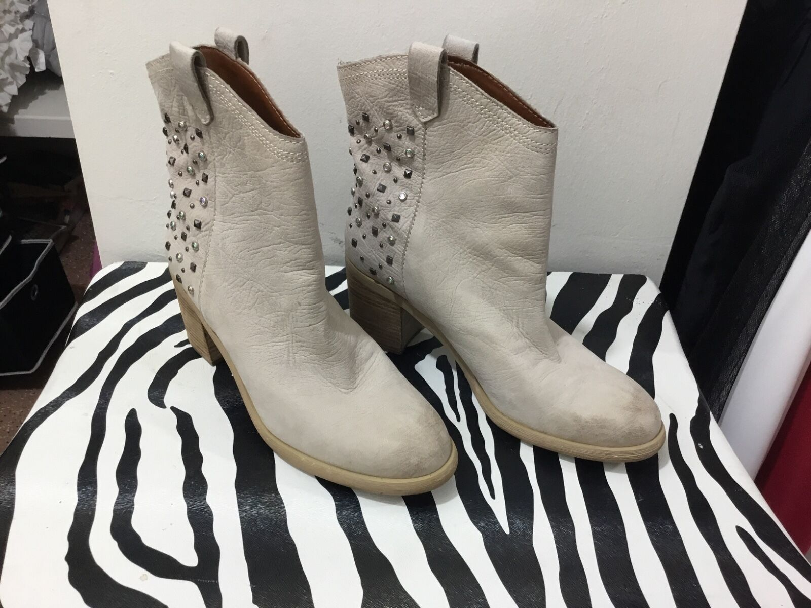 Boutique 9 ladies studded leather size 7.5 ankle boots