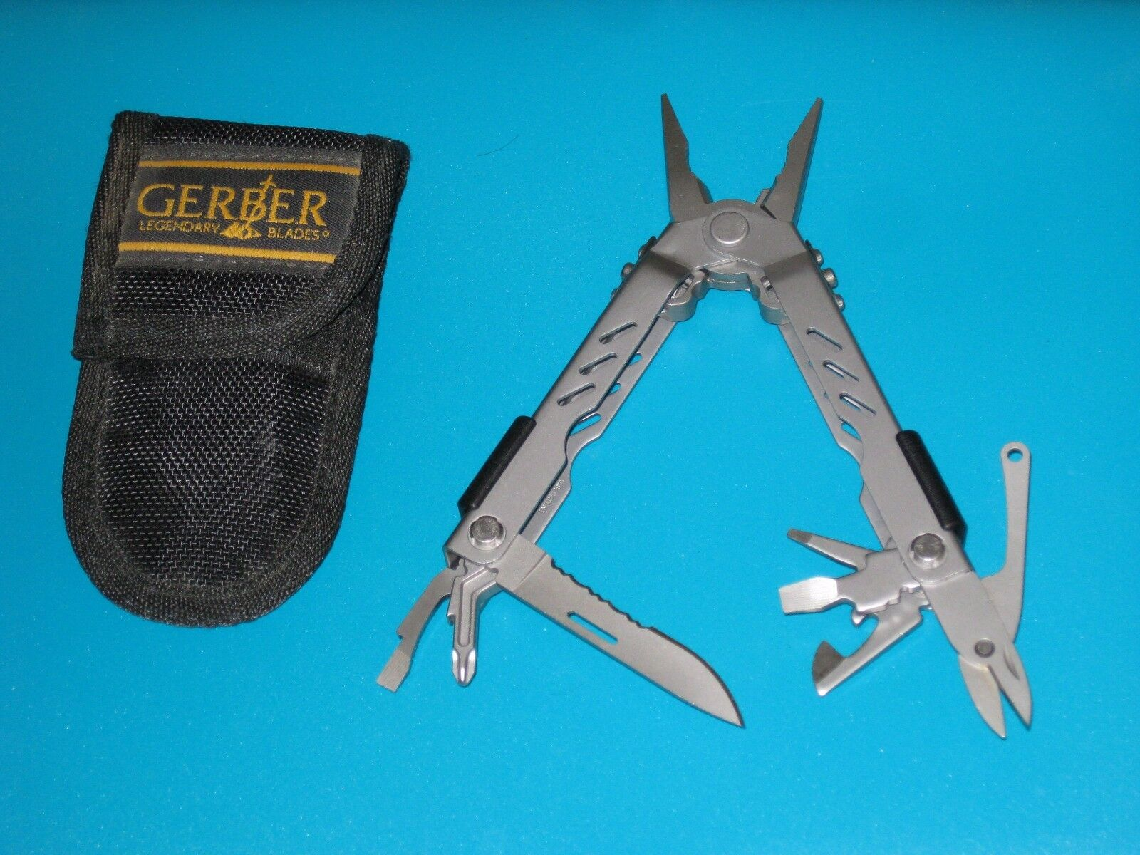 Gerber Multi tool MP 400 with  sheath Clean and Super strong and tough  enjoy 50% off