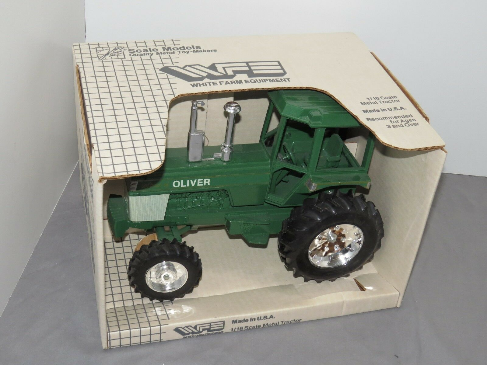 Vintage OLIVER Spirit of blanc tracteur échelle 1 16 Scale Models Nice  New in Box mfwd