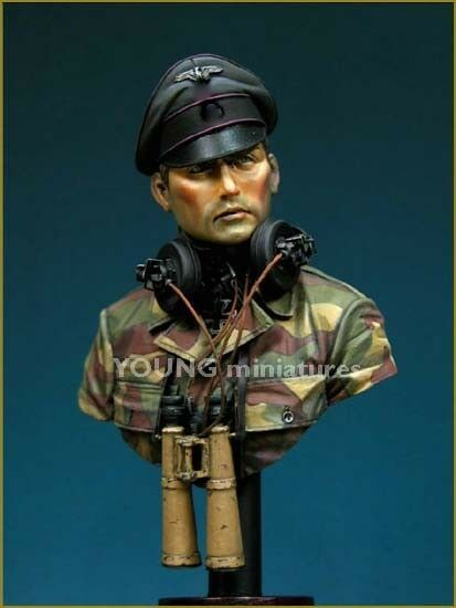 Young Miniatures SS Panzer Officer WW2 YM1805 Bust Unpainted Kit 1 10th