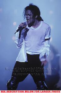 1 RARE 8x10 PHOTO MICHAEL JACKSON 1993 ONSTAGE ONMIC