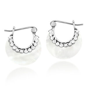 Round earrings with mother-of-pearl and small moon