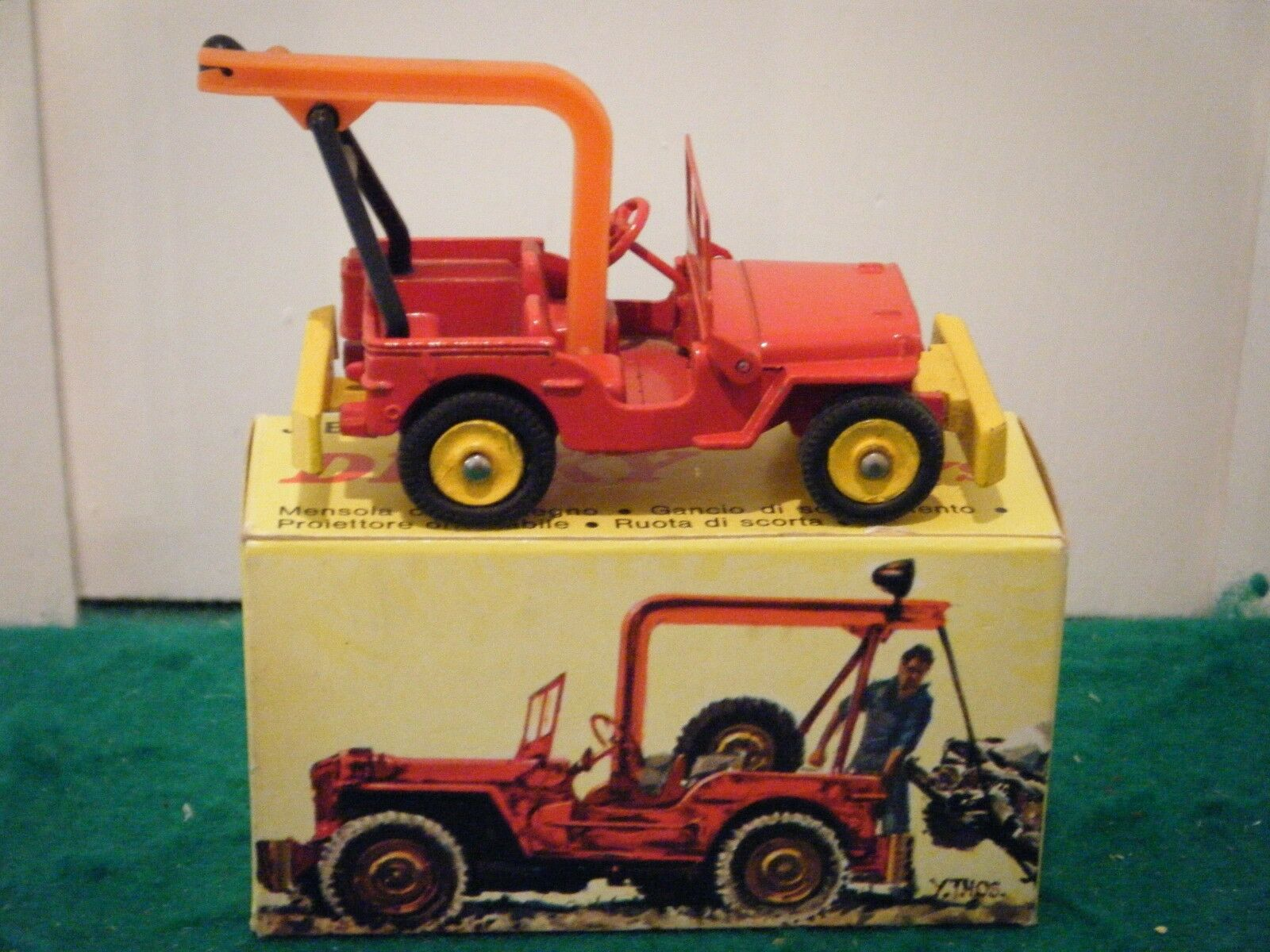 French Dinky No  1412  Jeep De Depannage  - Red Yellow (RARE Original 1960's)