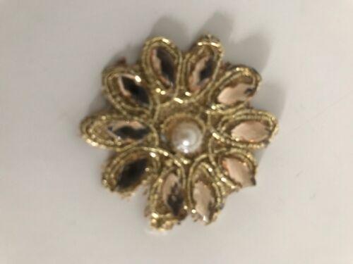 Atractivo Trenzado Oro Floral Perlas y Cristal Apliques//Motivo-paquete De Seis