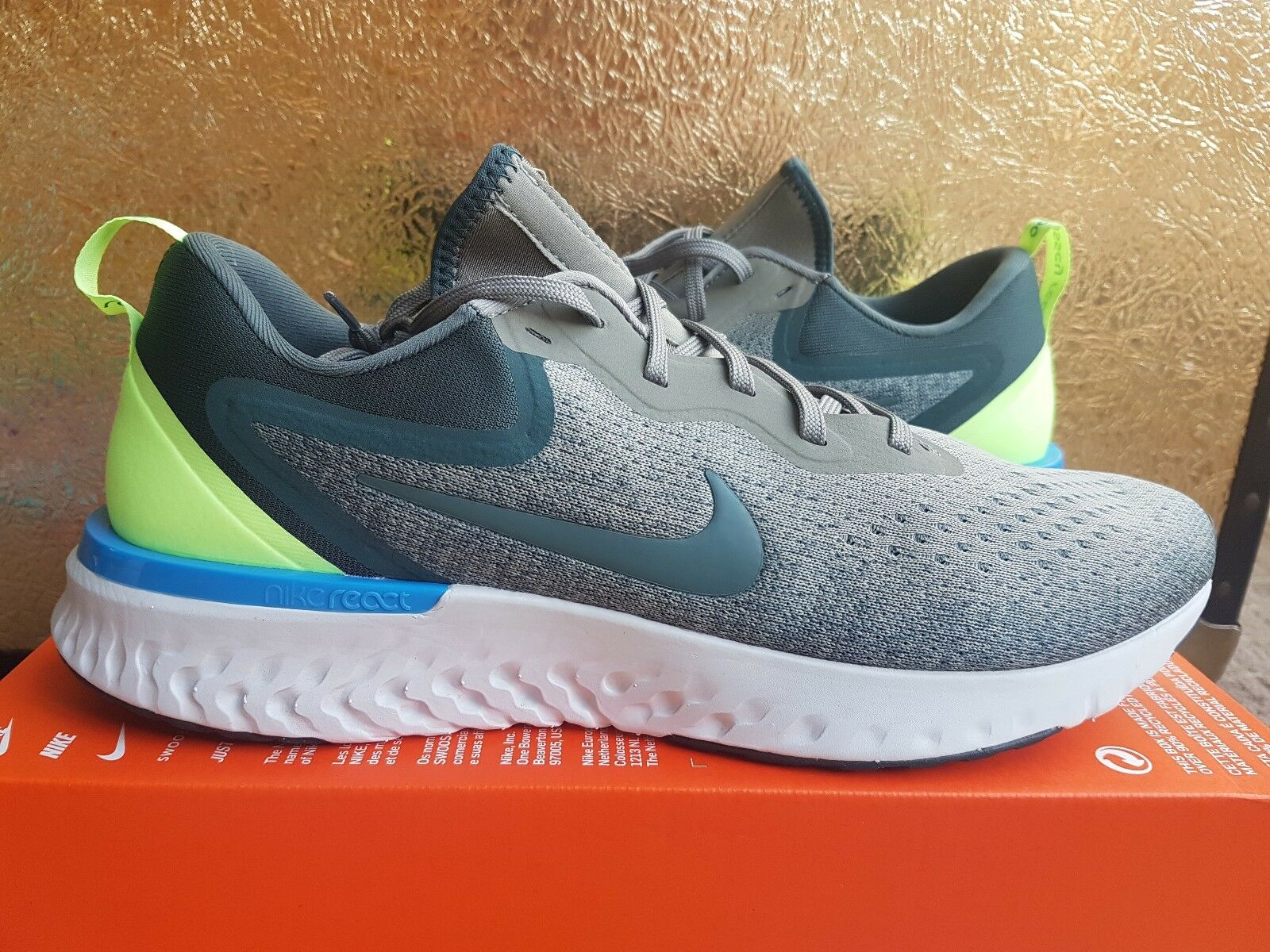 MENS NIKE ODYSSEY REACT SIZE 10.5 EUR 45.5 (AO9819 009) GREY  GREEN  blueE  VOLT