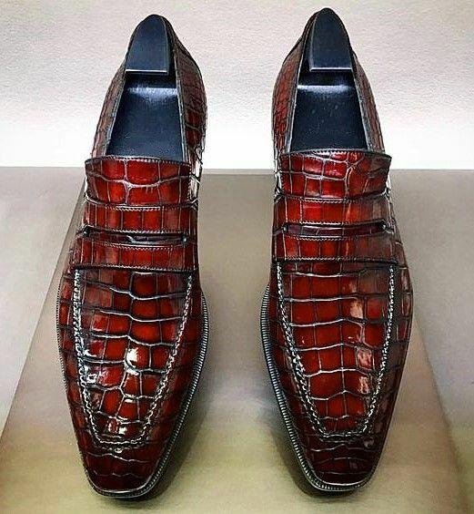 Zapatos de cocodrilo hechos a mano.