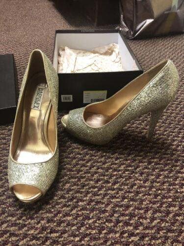 Badgley Mischka Shoes - Size 8.5 - Gold Glitter