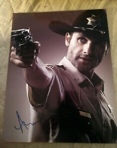 ANDREW-LINCOLN-SIGNED-8X10-PHOTO-THE-WALKING-DEAD-COP-W-COA-PROOF-RARE-WOW