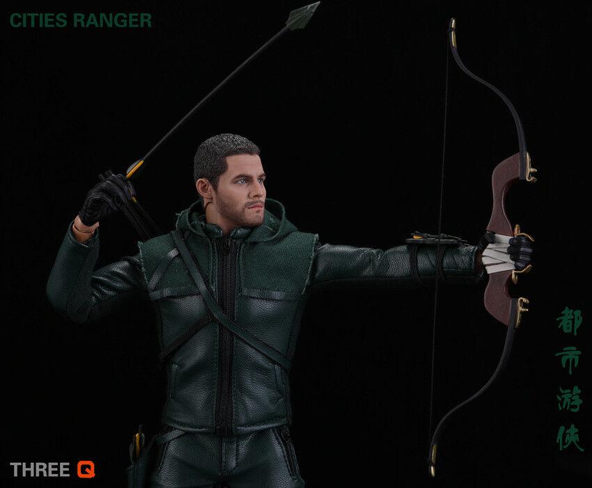 NO.TQ1001 TV Movie Hero Figures Movable Plastic With Pelle Bow verde Suit
