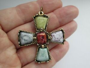 Vintage-Jewellery-Scottish-Celtic-Gold-Tone-Speckled-Glass-Celtic-Cross-Pendant