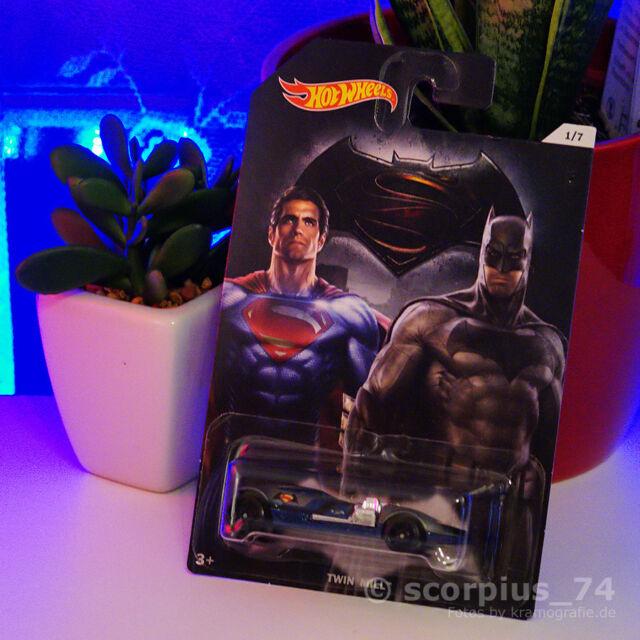 Hot Wheels - Batman vs. Superman 1/7 - Twin Mill - Superman / Batman - NEU OVP