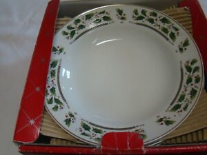 HOLLY-HOLIDAY-HOME-FOR-THE-HOLIDAYS-4-RIMMED-SOUP-BOWLS-IN-BOX-gold-H
