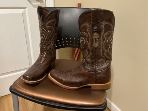 Square Toe Western boots.