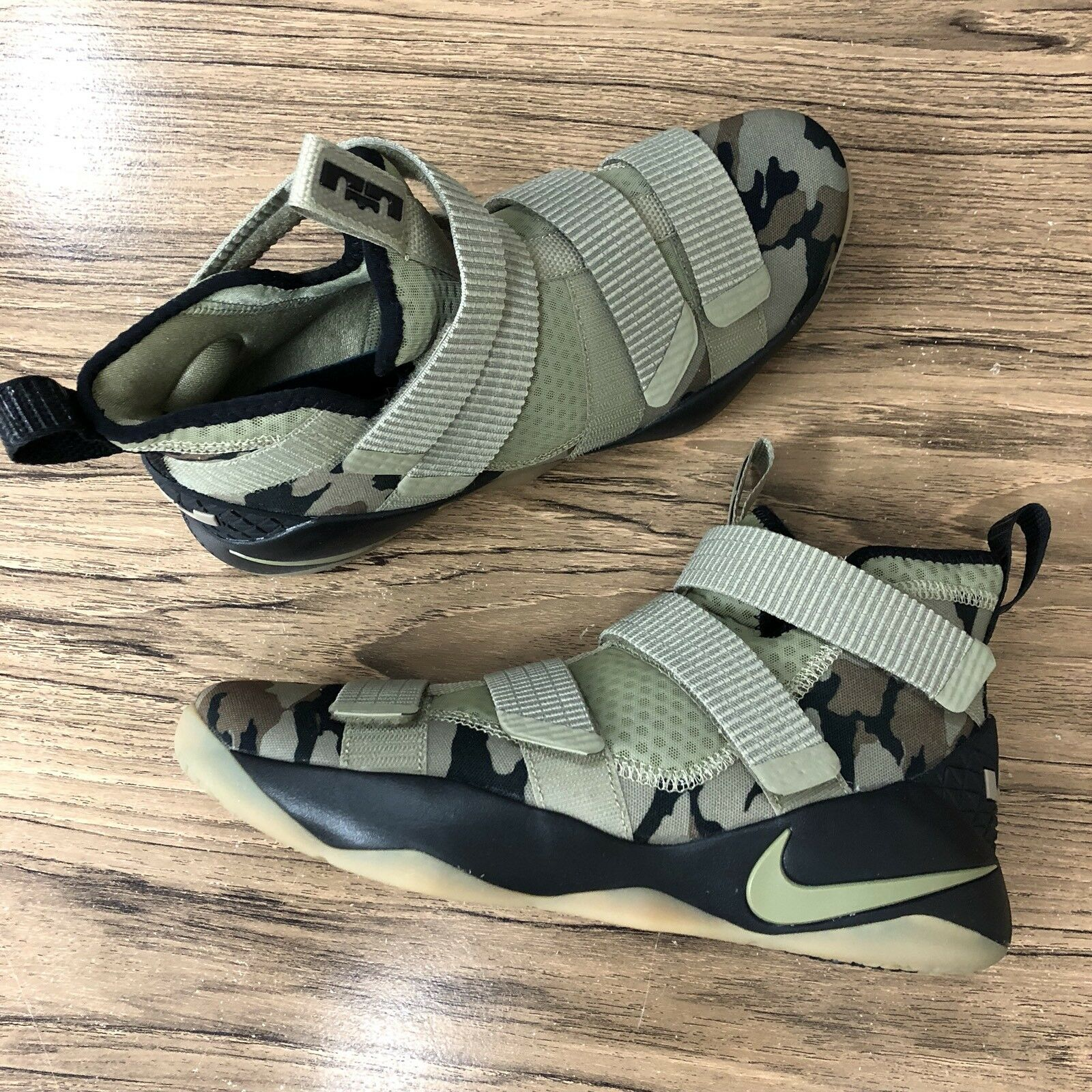A690 nike lebron soldato xi 897644-200 Uomo basket scarpe taglia 12 nuovi
