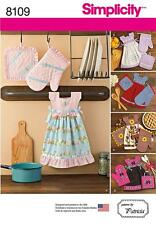SIMPLICITY SEWING PATTERN TOWEL DRESSES POT HOLDERS & OVEN MITTS 8109 0S