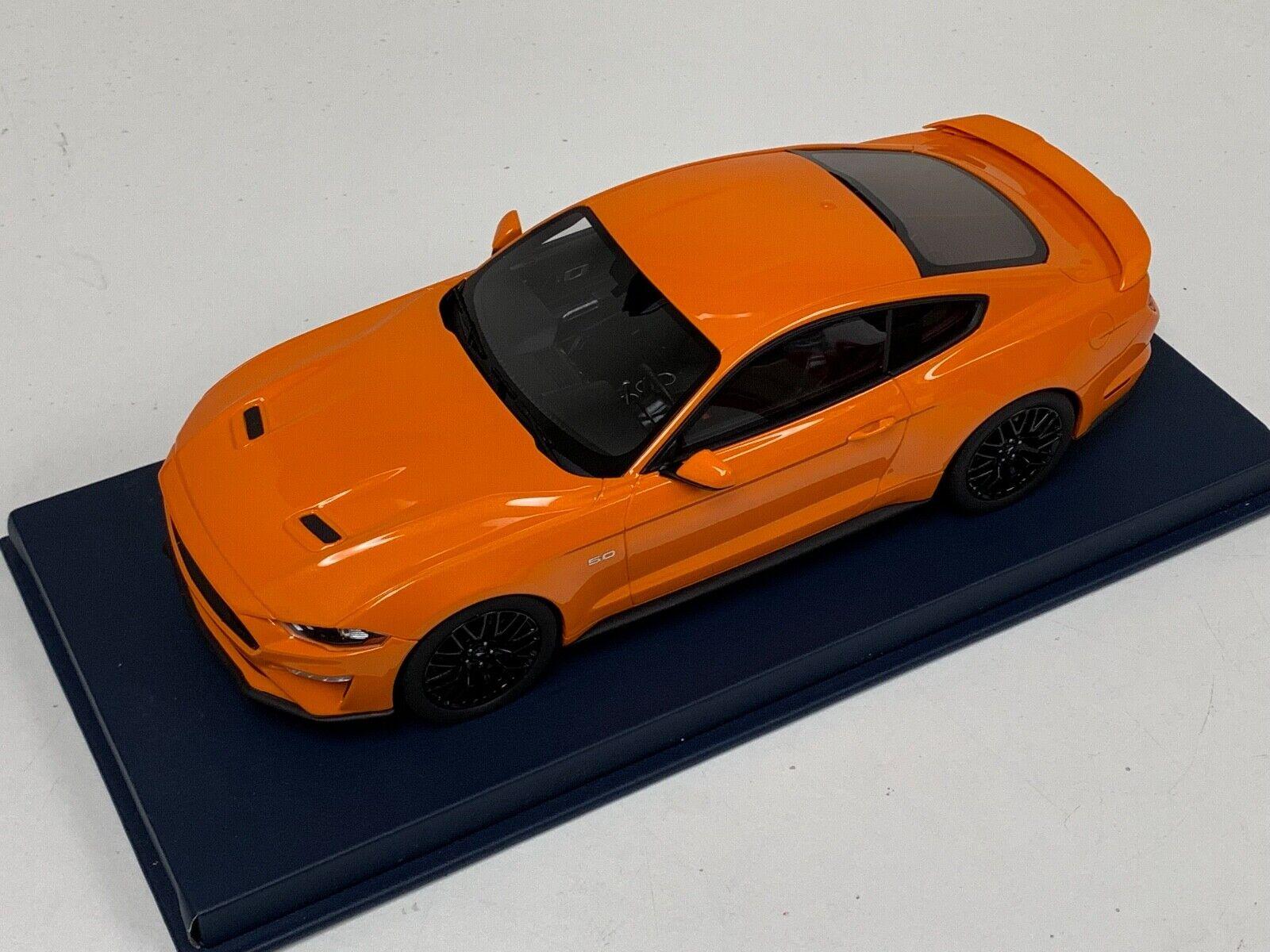 1 18  GT Spirit Ford Mustang GT  in Orange Fury  GT205 bleu cuir base  préférentiel