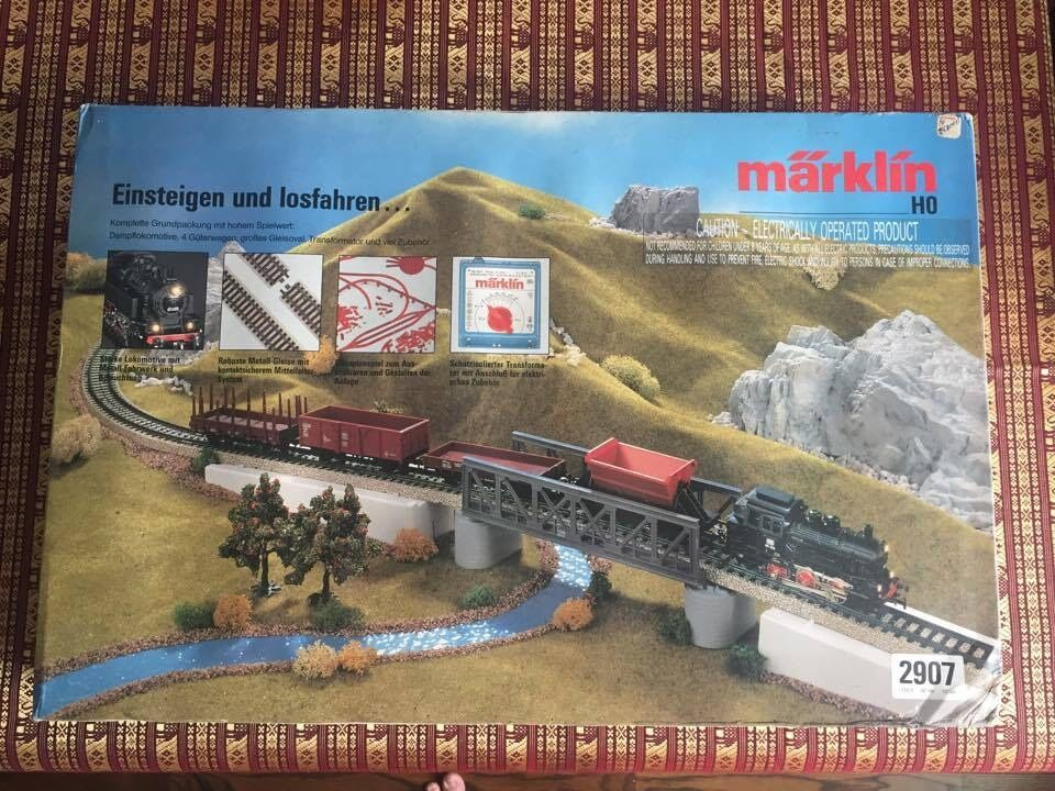 MÄRKLIN MODEL TRAIN SET MODEL 2907 NEVER BEFORE USED