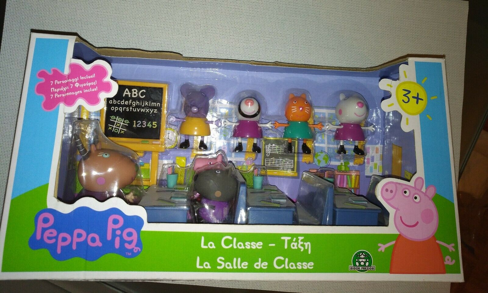 PEPPA PIG 4962 - Salle de classe +7 personnages  NEUF