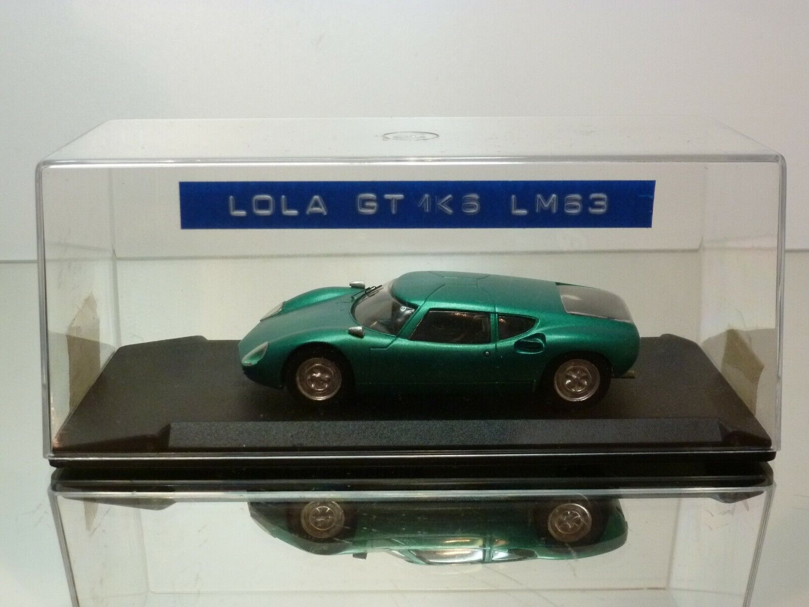 MINI RACING LOLA GT 1K6  LE hommeS 1963 - vert 1 43 - VERY GOOD IN BOX  liquidation de la boutique