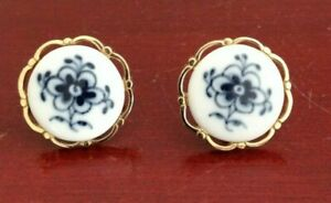 VINTAGE-GOLD-TONE-PORCELAIN-FLORAL-WHITE-BLUE-CUFFLINKS-MADE-IN-DENMARK