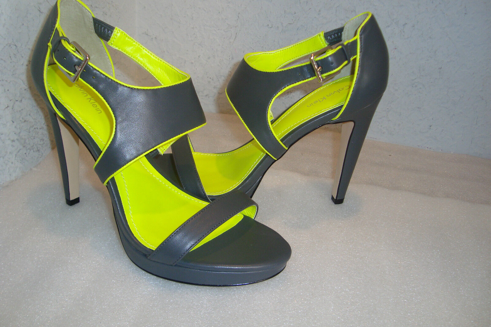 Calvin Klein Damenschuhe NWOB Leahanna Gray Lime Green Sandale Schuhes 8.5 MED NEW