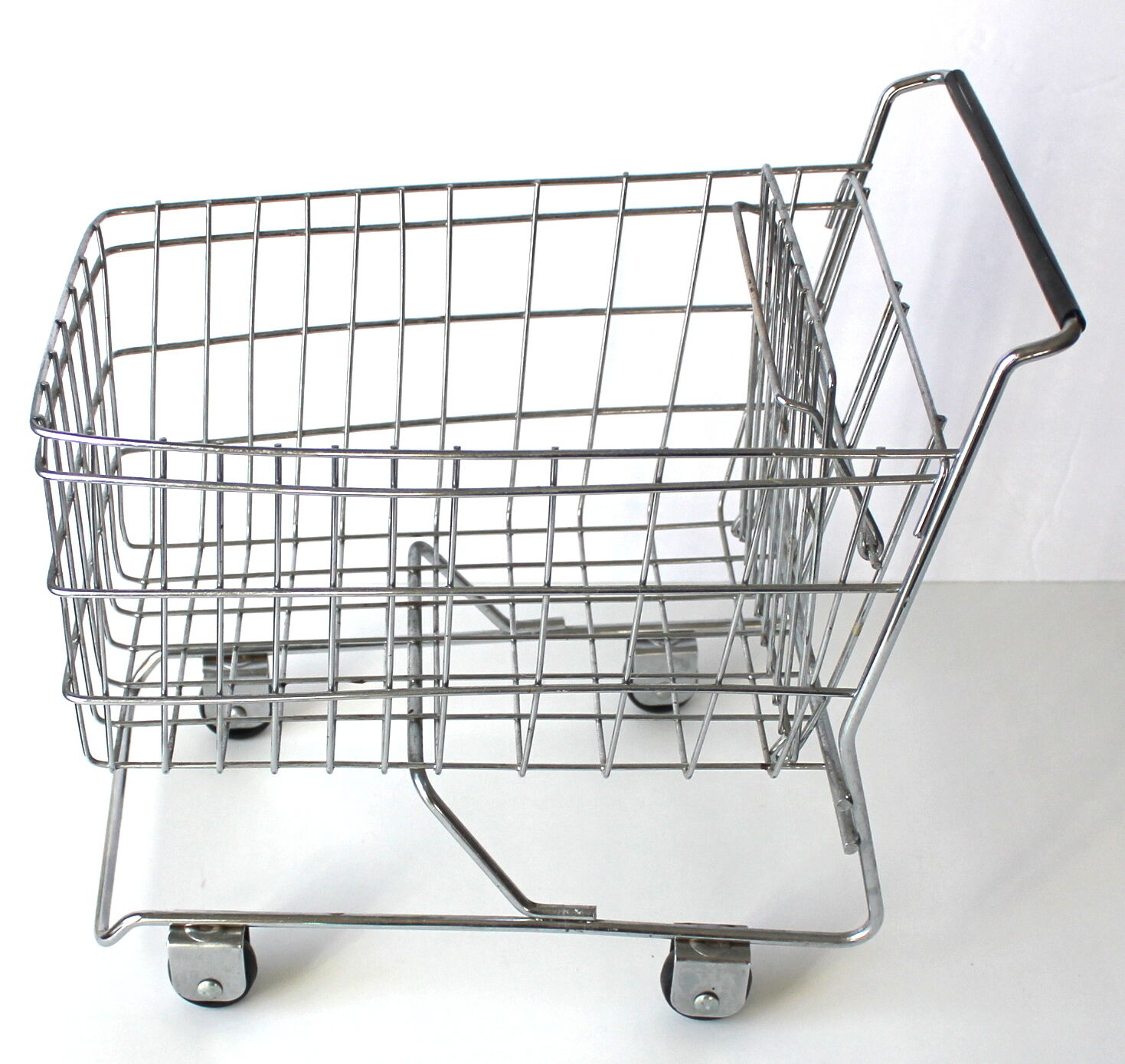 Toy Shopping Cart for Dolls or or or Kitchen Decor Store your Bananas in it  4ee585