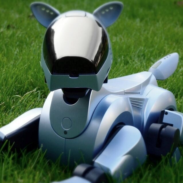 SONY AIBO | ERS-210 SILVER/ BLUE EDITION - ROBOTER HUND MIT ERA-210P LADESTATION
