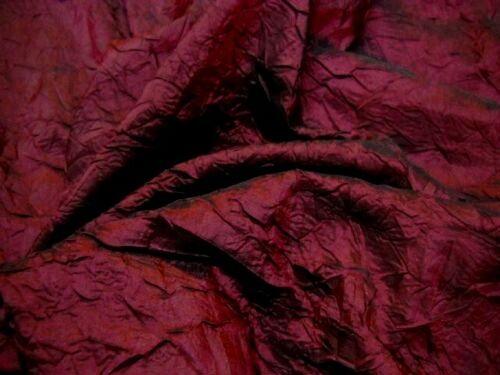 tissu taffetas rouge bordeaux froissé nervuré